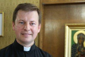 Jest nowy rzecznik Konferencji Episkopatu Polski: dziennikarz z zami�owania, wyk�adowca akademicki, poliglota, doktor Oksfordu