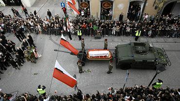Pogrzeb prezydenta Lecha Kaczyńskiego. Czy para prezydencka też zostanie ekshumowana?