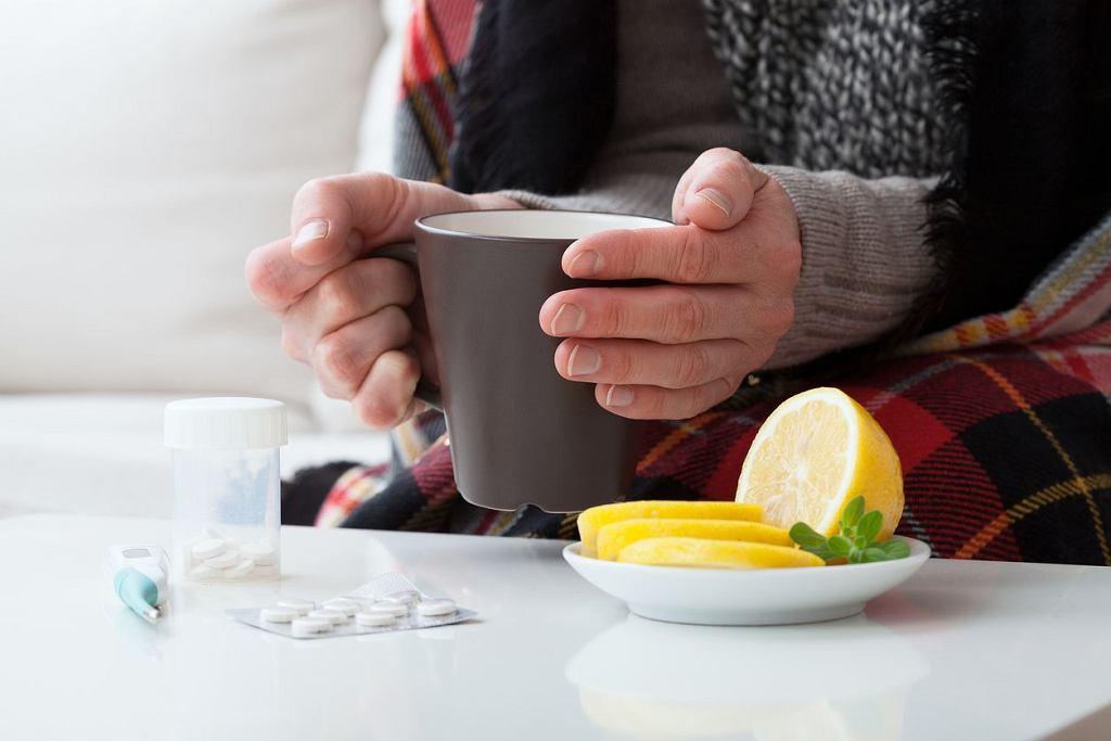 Ciepło leczy, a cytryna to jeszcze dodatkowe wsparcie? Zdania specjalistów są podzielone