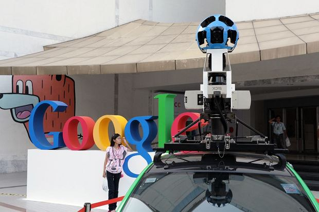 Samoch�d z kamer� Google Street View / shutterstock