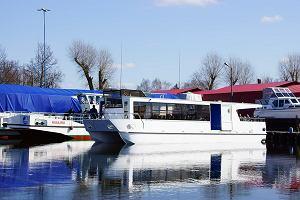 """Na mazurskie jeziora wypłyną pasażerskie katamarany! """"Alicja"""" już czeka w porcie [ZDJĘCIA]"""