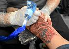 """Francja zakazuje wielokolorowych tatua�y. """"Mog� by� rakotw�rcze"""""""