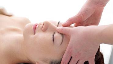 Masaż po japońsku to spokojne, łagodne uciskanie kciukami czy dłońmi różnych punktów na ciele