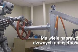 """Rosjanie stworzyli robota, który umie strzelać i jeździć autem. Władze Rosji: """"To nie jest maszyna do zabijania"""""""
