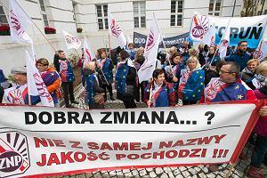 """Temat dnia """"Gazety Wyborczej"""": Starczewska o reformie edukacji: W skali kraju kilkadziesiąt tysięcy nauczycieli straci pracę"""