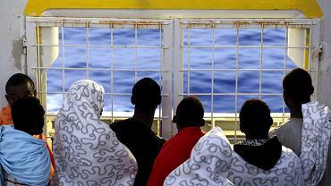 """Uchodźcy uratowani na Morzu Śródziemnym przez norweski statek """"Siem Pilot"""", 2 września 2015 r."""