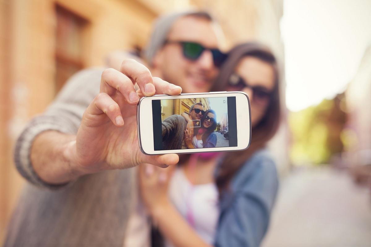 Potrzeba społecznej aprobaty jest dla człowieka podstawowa (fot. Shutterstock.com)