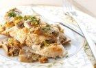 Filet z kurczaka nadziewany kremowym serkiem pod pierzynk� z pieczarek