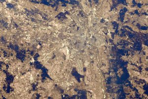 Kosmonautka robi niesamowite zdj�cia miast. W�r�d nich te� Warszawa