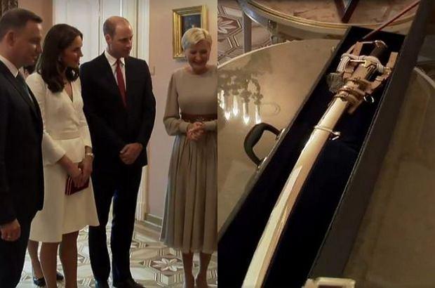 Zdjęcie numer 1 w galerii - Andrzej Duda podarował Kate i Williamowi szablę. A co dostali w zamian? Klasyczny zestaw