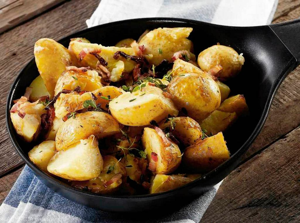 Ziemniaki pieczone z rozmarynem, boczkiem i sokiem z cytryny