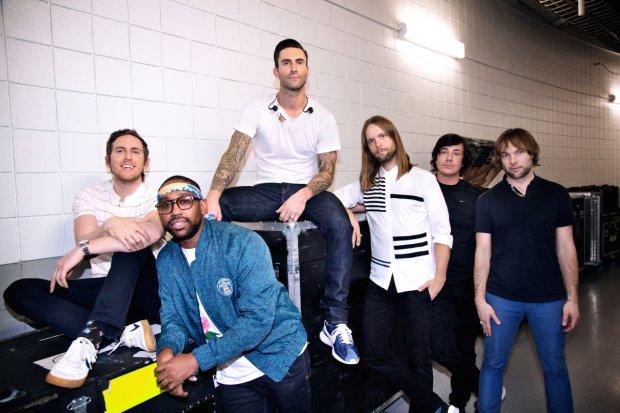 Członkowie zespołu Maroon 5 i Jimmy Fallon postanowili zaskoczyć mieszkańców Nowego Jorku. Zaśpiewali dla nich na stacji metra, w samym sercu Manhattanu. Obejrzyjcie nagranie!