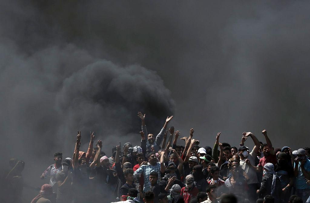 Zamieszki w strefie Gazy przed otwarciem ambasady USA w Jerozolimie, 14 maja 2018.