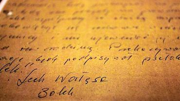 'Bolek' to Wałęsa. Instytut Pamięci Narodowej przedstawił ekspertyzę grafologiczną dokumentów z teczki Kiszczaka i stwierdził, że nie ma wątpliwości: 'Bolek' to Lech Wałęsa. Były prezydent od lat zaprzeczał, by kiedykolwiek współpracował ze Służbą Bezpieczeństwa PRL