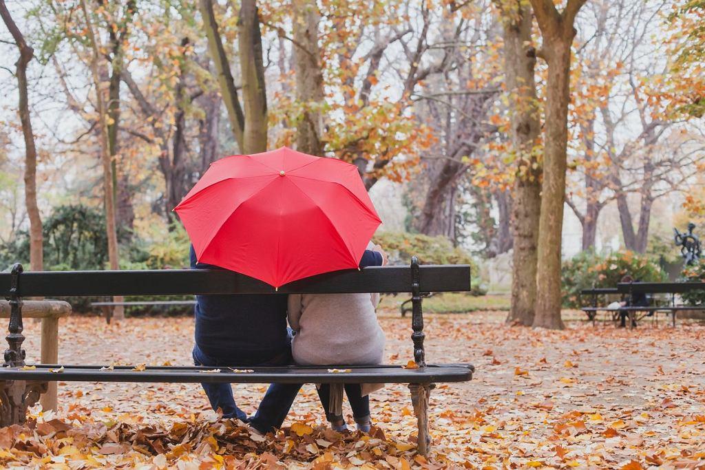 Para pod parasolem to dobry pomysł. We dwoje doskonale zadbacie o odporność