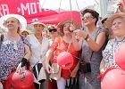 Parada Senior�w po raz trzeci przesz�a ulicami Warszawy. Skwar nie przeszkodzi� [ZDJ�CIA]
