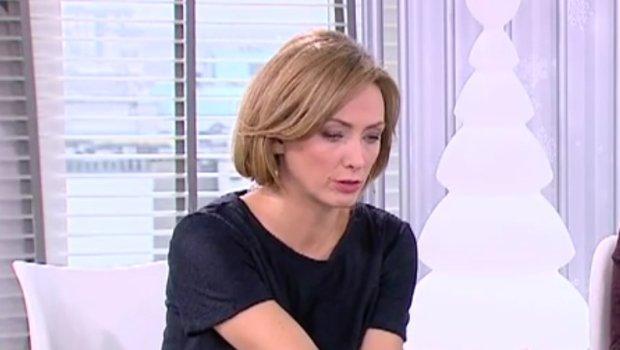 """Anna Kalczyńska odświeżyła swój wizerunek i w piątkowym wydaniu """"DD TVN"""" pojawiła się krótkim bobie. Prezenterka przez lata nosiła długie włosy, więc to dla niej spora zmiana. Jest lepiej?"""