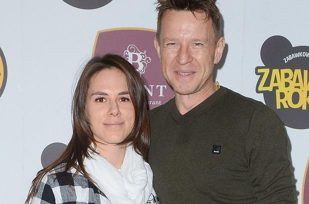 Wojciech Błach wkrótce po raz drugi zostanie ojcem. Jego żona Agnieszka z dumą prezentowała na ściance ciążowy brzuch.
