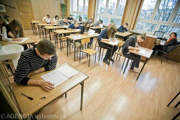 Ju� dzi� matura! J�zyk polski na pr�b� pisz� uczniowie z ponad 3 tys. szk�
