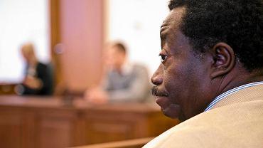 Proces o rasistowską napaść na Rogersa Cole-Wilsona. Oskarżony Dominik Ch. dostał wyrok 8 miesięcy więzienia