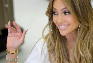 """Jennifer Lopez wykonała przebój Rihanny podczas występu w programie """"American Idol""""."""