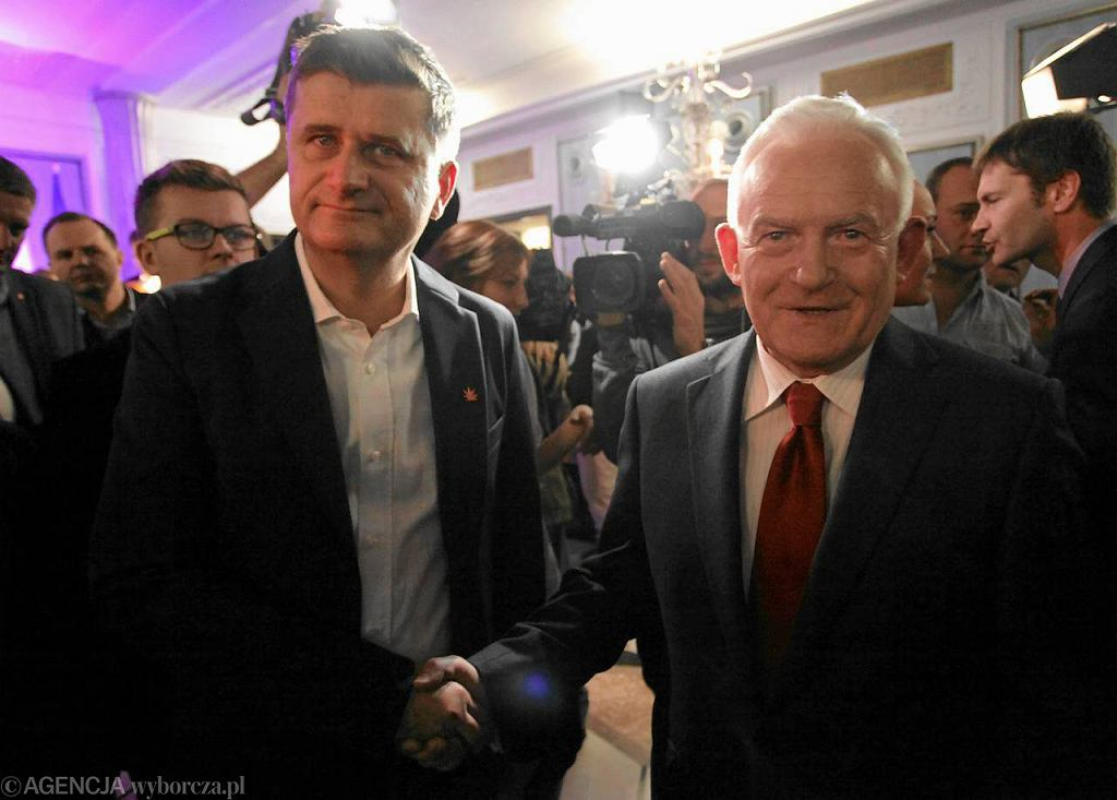 Janusz Palikot i Leszek Miller po podpisaniu porozumienia