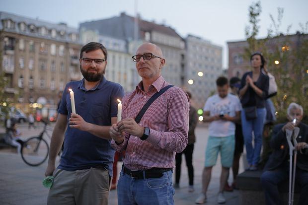 Zdjęcie numer 33 w galerii - Tłumy przed Sądem Okręgowym w Łodzi. Protest przeciwko zmianom PiS w sądownictwie [ZDJĘCIA]