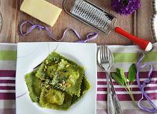 Szczawiowe ravioli z łososiem, ricottą i botwinką - ugotuj