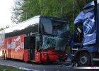 """Polski Bus zderzył się z ciężarówką na krajowej """"ósemce"""". Dziewięć osób rannych"""