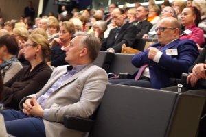 D�ugoWIECZNI w Katowicach. Debata w Muzeum �l�skim
