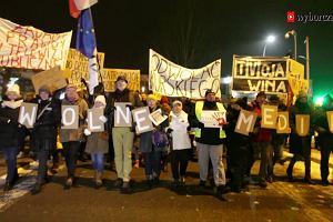 Manifestacja przed siedzibą TVP Gdańsk