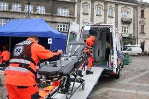 Pierwszy transport karetk� XXL. Pacjent wa�y� 200 kg