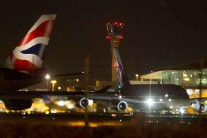 """Awarię systemu kontroli lotów w Wielkiej Brytanii spowodował błąd komputerowy. """"Bez precedensu"""""""