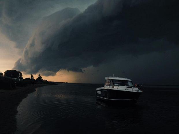 http://bi.gazeta.pl/im/97/5d/13/z20306071Q,Burza-i-ciemne-chmury-nad-Polwyspem-Helskim--Zdjec.jpg