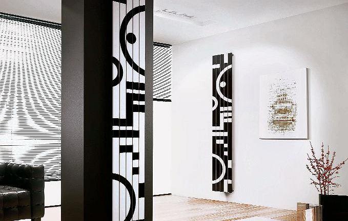 Grzejnik wykonany ze stali węglowej, lakierowanej, dekorowany oryginalnymi motywami graficznymi. Dostępny również w wersji poziomej. Proporcje wzoru są ściśle powiązane z wymiarami modelu. Rosy Graphic, cena od 2776 zł, Cordivari/A'QUA Design