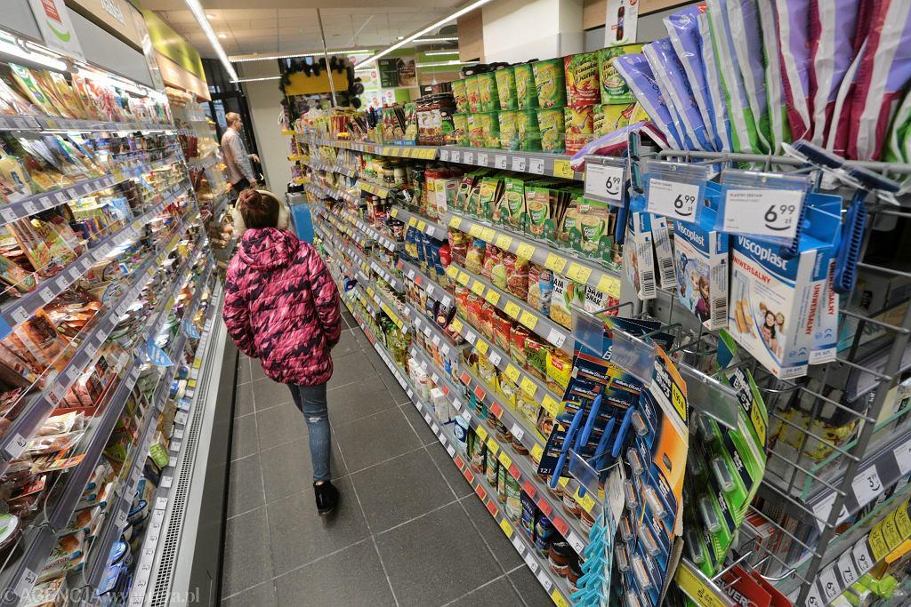 Zdjęcie numer 4 w galerii - Zakaz handlu w niedziele jednak nie pomaga małym sklepom? Są zaskakujące dane