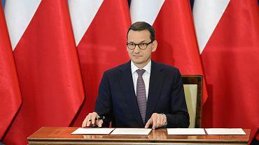 Premier Mateusz Morawiecki podczas konferencji dot. relacji polsko - izraelskich (w kontekście nowelizacji ustawy o IPN). Warszawa, 27 czerwca 2018