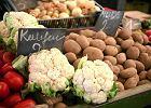 GUS: Inflacja powoli hamuje, ale żywność nadal jest bardzo droga. Co podrożało, a co staniało w 2017 r.?