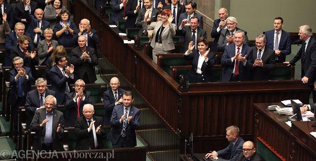 """""""Katastrofalna decyzja. Polska strzeliła samobója"""". Ekonomista z Harvardu o wieku emerytalnym"""