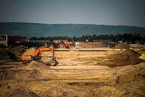 Zaczyna się budowa dróg w nowym sezonie drogowym. Już na starcie widać poślizgi: zakopianka, A1, ważne drogi ekspresowe...
