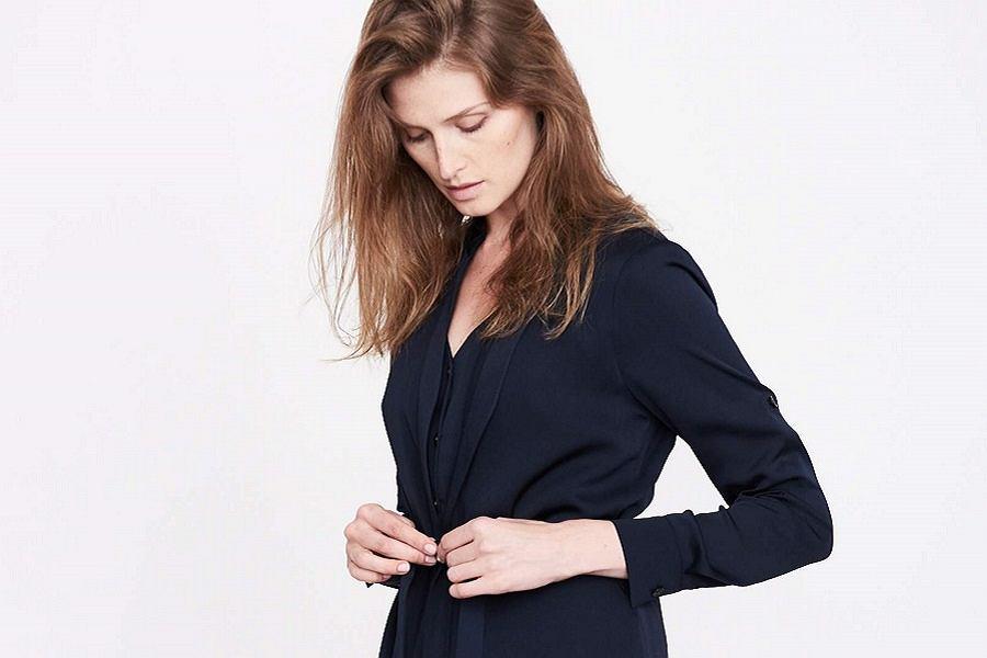 66e859a663 Eleganckie sukienki Simple z wyprzedaży. Minimalistyczne modele ...
