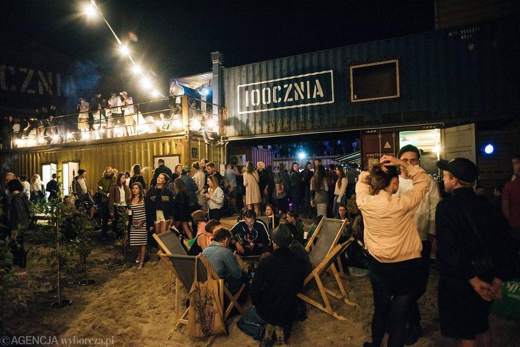 Na terenach dawnej Stoczni Gdańskiej powstał klub 100cznia, zbudowany z kontenerów  / BARTOSZ BANKA