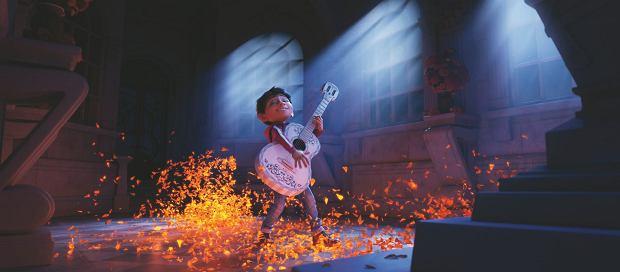 MIGUEL to dwunastolatek, który marzy o karierze muzycznej. W jego rodzinie jednak od pokoleń muzyka jest zakazana, a chłopiec nie może tego zrozumieć