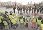 Genera�owie: na pl. Pi�sudskiego b�dzie beton i trybuny
