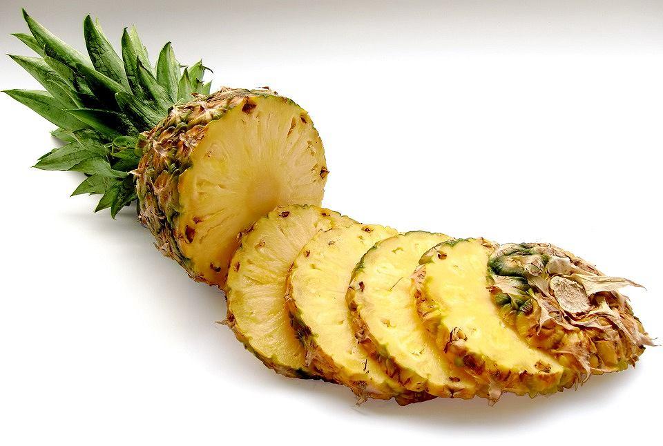8 powodów, dla których warto jeść ananasa