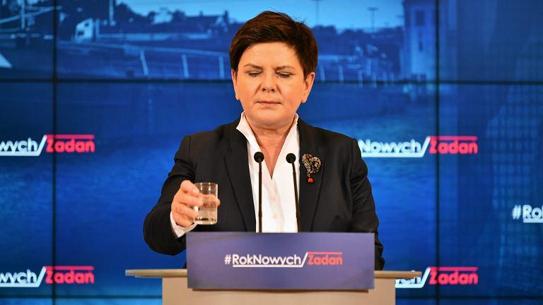 Premier rządu PiS Beata Szydło podczas konferencji prasowej w ramach przeglądu resortów. KPRM, Warszawa, 1 lutego 2017