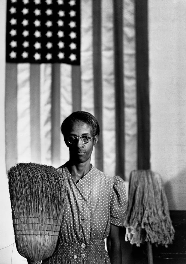 Gordon Parks, 'Amerykański gotyk', Waszyngton, 1942. Dzięki uprzejmości The Gordon Parks Foundation