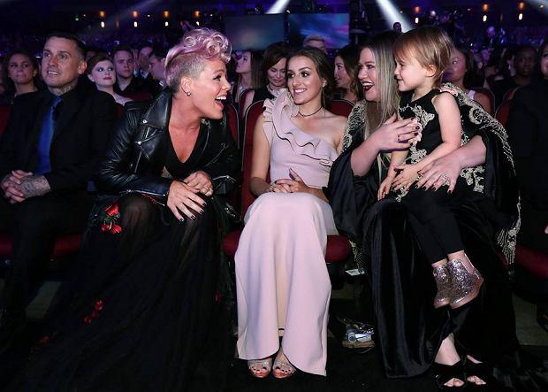 Już po raz 45 nagrody American Music Awards 2017 trafiły w ręce muzyków. Lady Gaga i Bruno Mars zostali artystami roku. Kto jeszcze został doceniony podczas ceremonii w Los Angeles?!