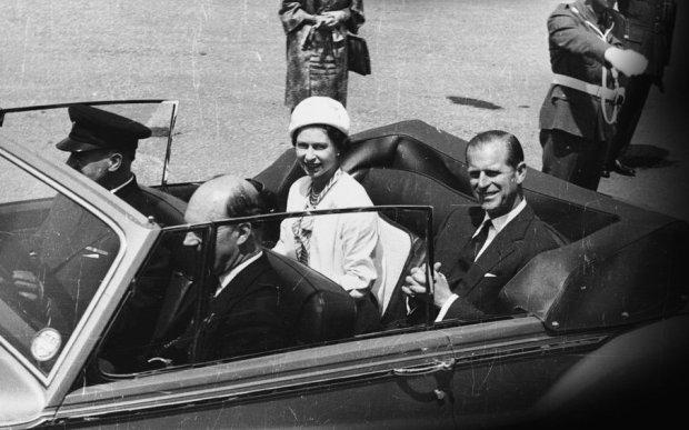 Królowa w Rolls-Roycie