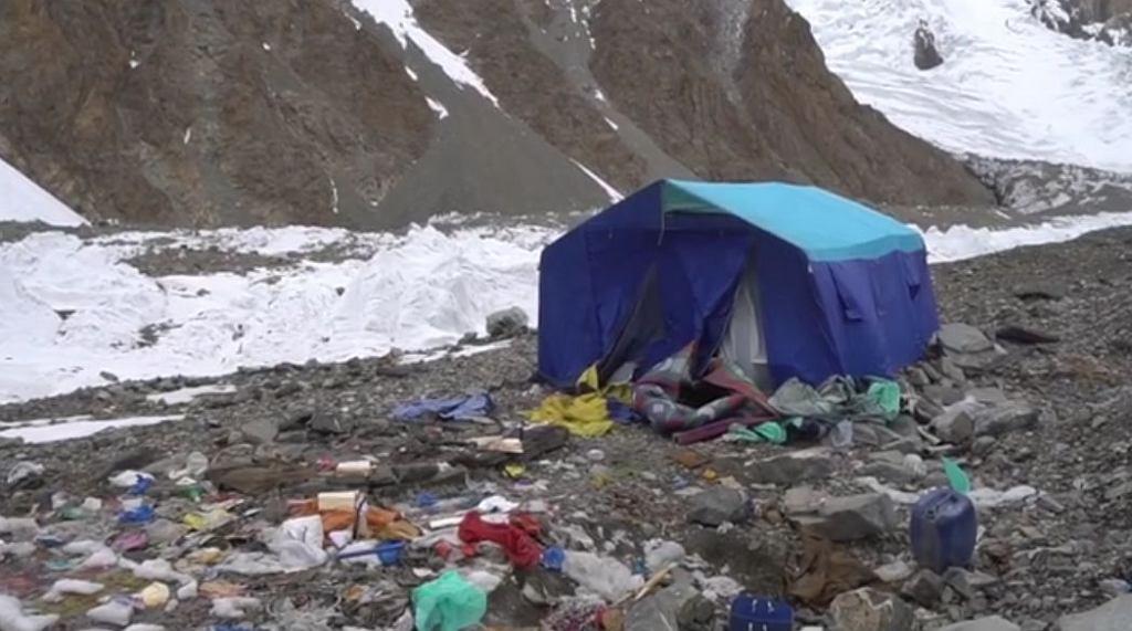 Obozowisko pozostawione przez polskich himalaistów na K2